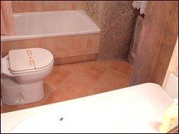 Baño de una habitación de la casa Meu Reposo